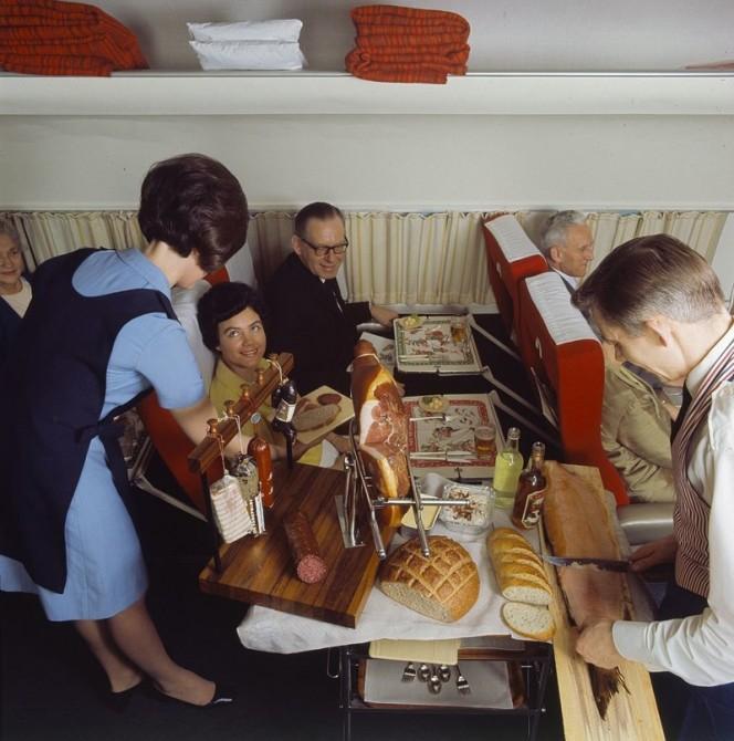 Asi era la comida en los aviones hace 50 anos 01