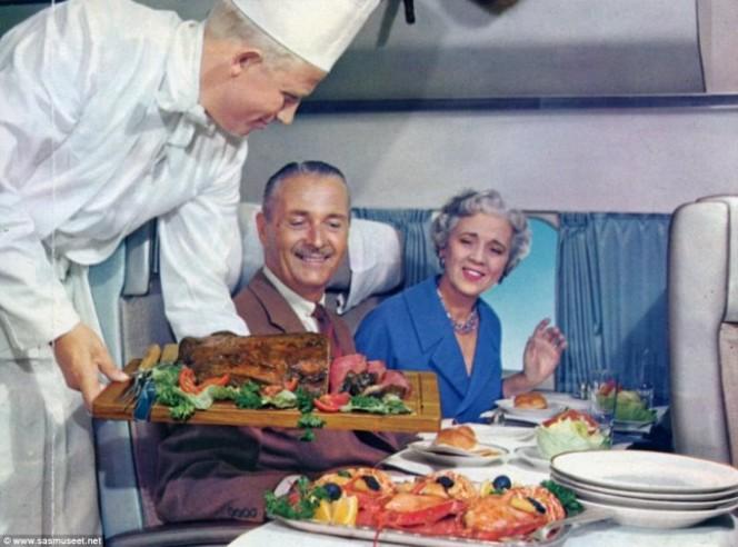 Asi era la comida en los aviones hace 50 anos 04