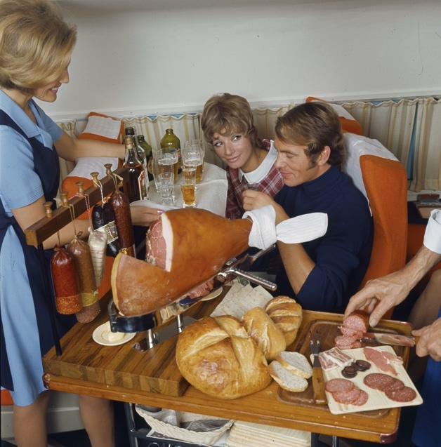 Asi era la comida en los aviones hace 50 anos 05