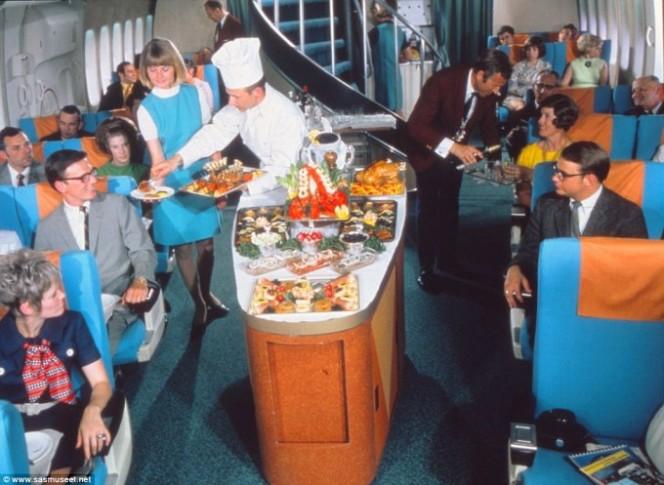 Asi era la comida en los aviones hace 50 anos 06