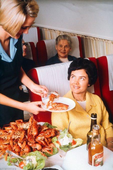 Asi era la comida en los aviones hace 50 anos 07