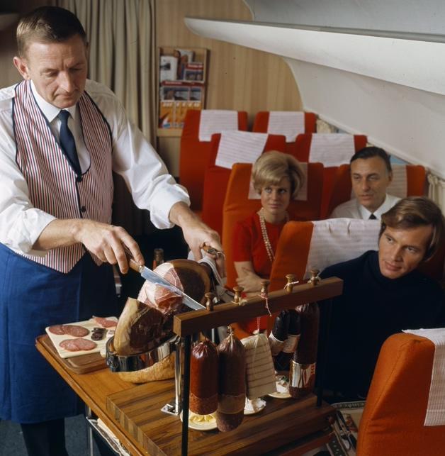 Asi era la comida en los aviones hace 50 anos 09