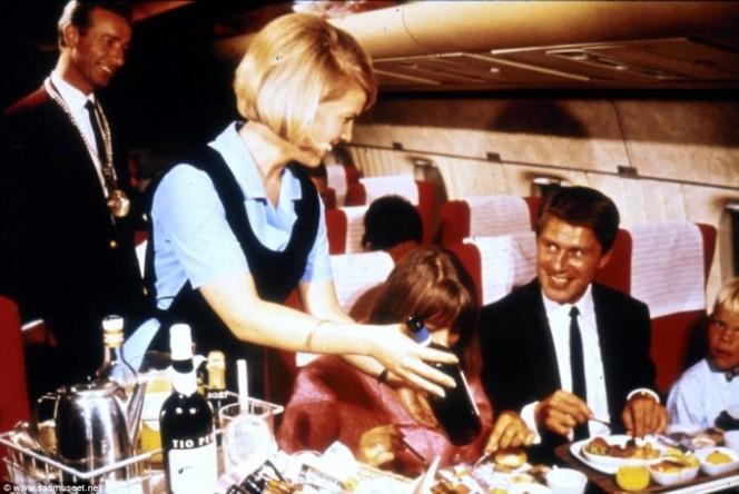 Asi era la comida en los aviones hace 50 anos 10