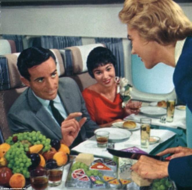 Asi era la comida en los aviones hace 50 anos 11