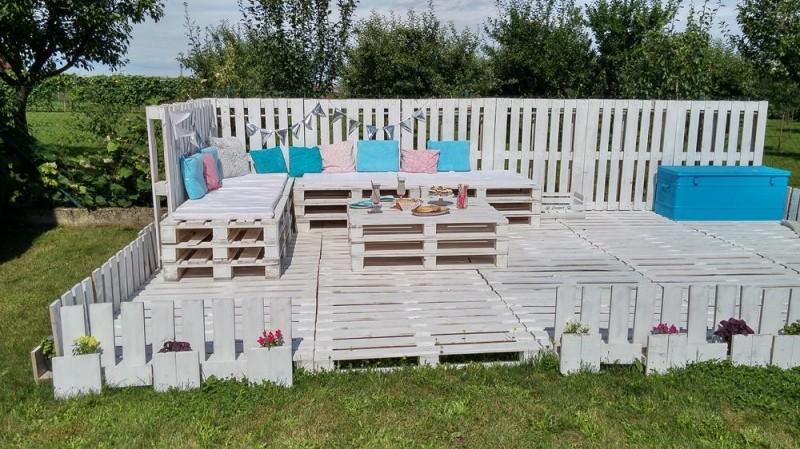 Construyen su propia zona de relax con sólo 20 palés ¡Qué envidia!