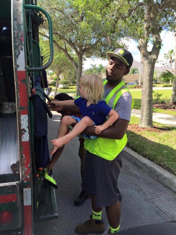Encontro al hombre de la basura haciendo ESTO con sus hijos 03