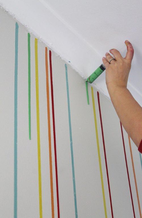 Lleno una jeringuilla con pintura y la uso para hacer ESTO 04