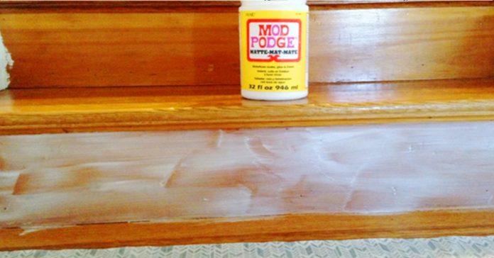 Odiaba lo aburrida que eran sus escaleras asi que las cubrio de pegamento y puso ESTO encima Realmente divertido banner