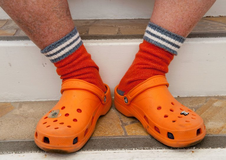 El auténtico problema de los Crocs. El calzado que puede causar dolores y problemas en el pie