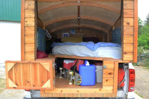 Parecía una furgoneta normal desde fuera... ¡Pero lo que esconde dentro es IMPRESIONANTE!