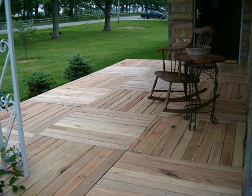Cómo transformar el suelo de tu porche con palés de madera