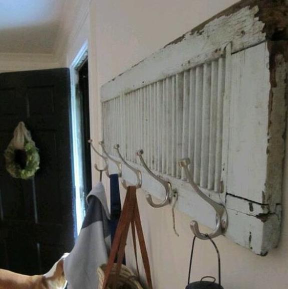 9 Increíbles ideas para transformar los postigos o mallorquinas de tus ventanas