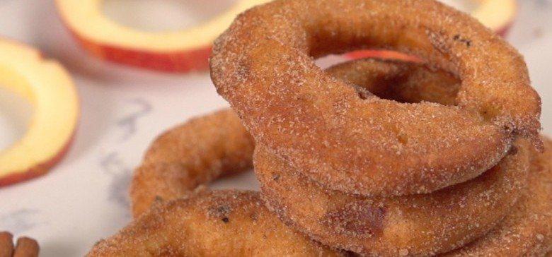 Te enseñamos cómo preparar unos deliciosos anillos de manzana y canela
