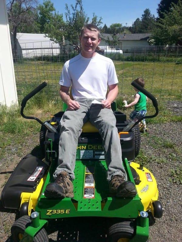Un increíble vecino le hizo la vida mucho más fácil a este militar discapacitado