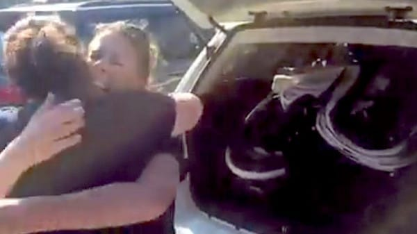 Esta enfermera sorprende a una abuela que obtiene la custodia de su nieta recién nacida