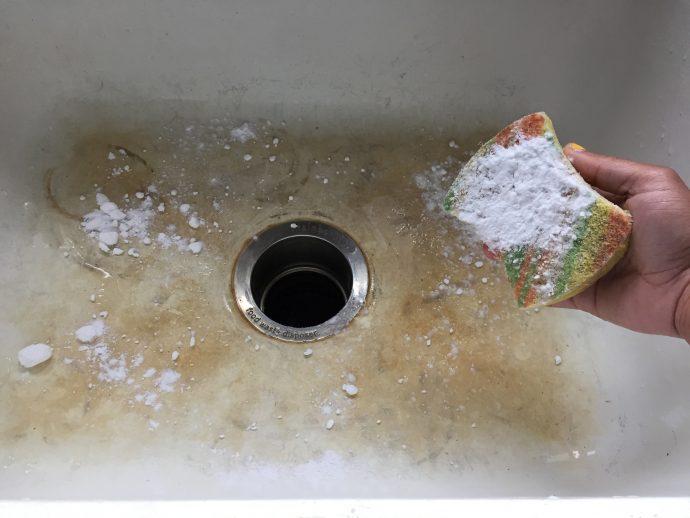 Te traemos el secreto para hacer que tu fregadero y tu baño de porcelana brillen como nuevos