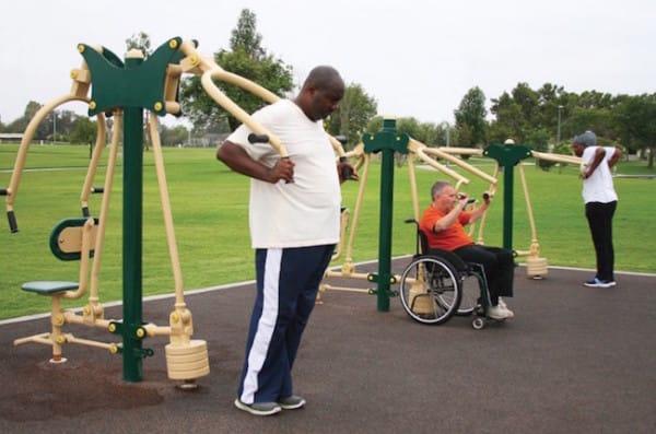 Los parques de juego para personas mayores son una estupenda manera de ejercitar el cuerpo