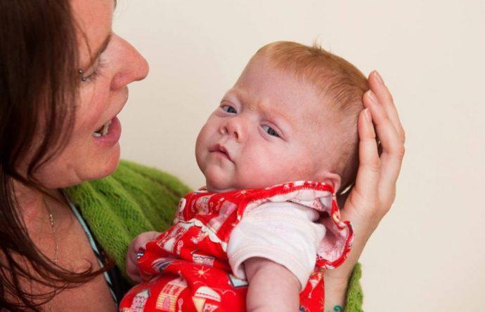 Esta bebé prematura era demasiado pequeña para sobrevivir, pero la decisión del médico le salvó la vida