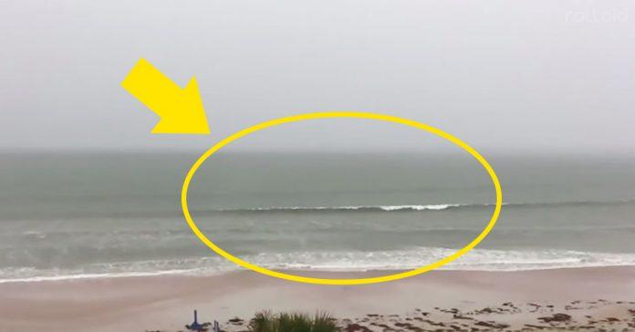 graba rayo en video en el mar