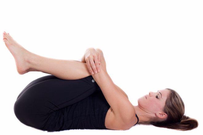 8 Sencillas posturas que sirven para eliminar rápidamente la grasa abdominal