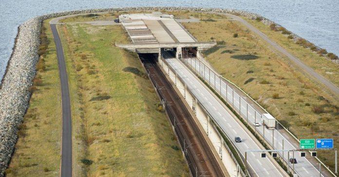 Este puente parece que acaba de golpe Pero en realidad se transforma en algo epico banner