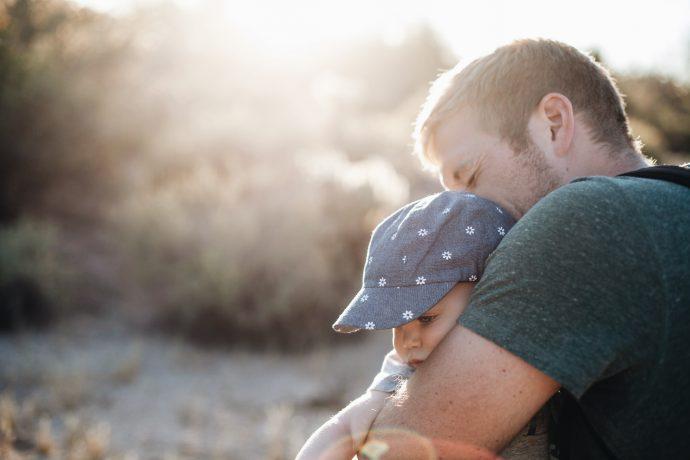 Esta niña fue abandonada cuando su padre y hermanos se enteraron que era producto de una infidelidad de su madre...