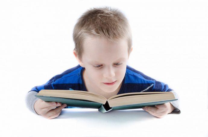Este chico sufría bullying de sus padres y profesores por ser demasiado lento, pero no esperaba lo que hizo este extraño