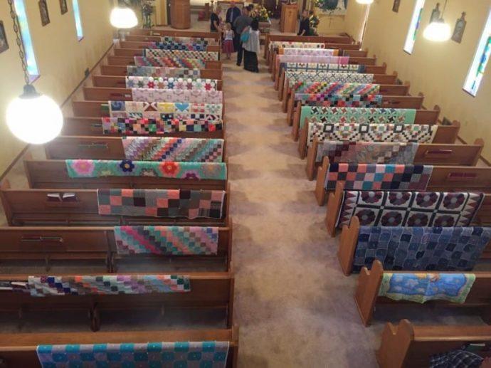 Honran el legado de una abuela con docenas de edredones en su funeral