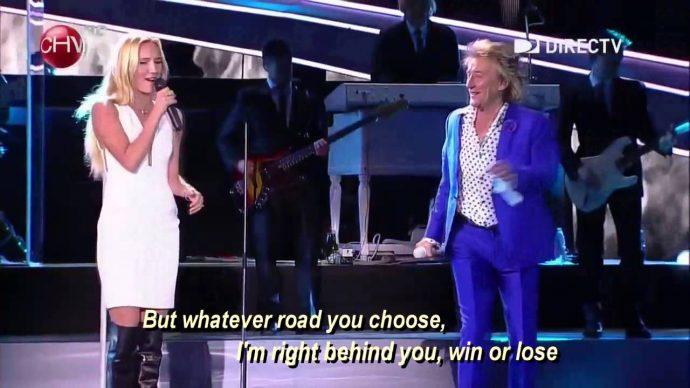 """El gran Rod Stewart decidió sacar a su hija al escenario para cantar la increíble """"Forever Young"""" con él"""