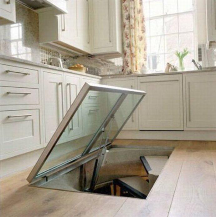 Un hombre se viraliza al poner una ventana en medio del suelo de su cocina