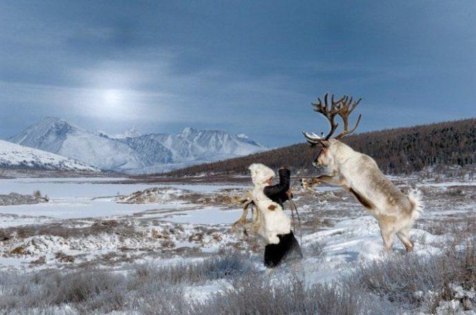 Un hombre consigue sacar a la luz unas sorprendentes fotografías de una tribu perdida en Mongolia
