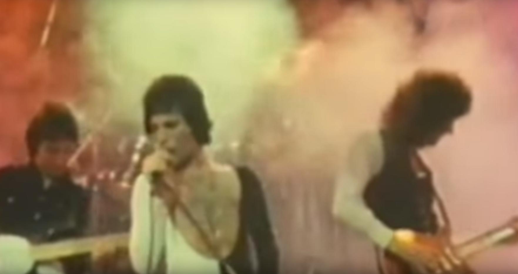 Quitan la música de fondo de la canción de Freddie Mercury, y así suena su verdadera voz
