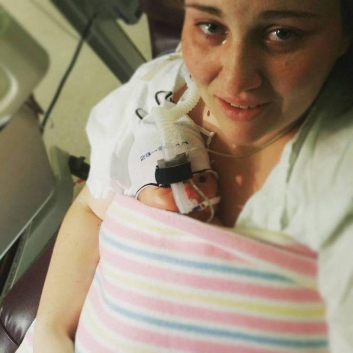 La vida de dos padres de 1.80m da un giro radical al tener un bebé muy especial