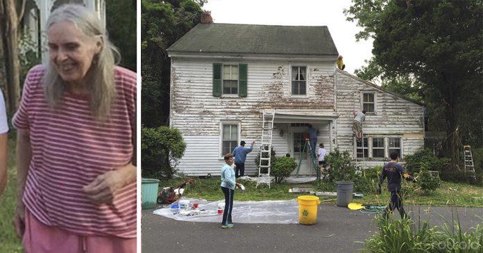 mujer solitaria abnegada en multas descubre a sus vecinos arreglando su casa banner