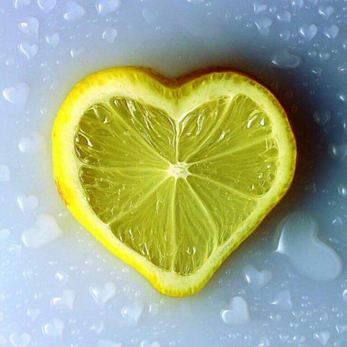 8 Razones por las que deberías cortar un Limón en 4 partes y ponerlo en tu mesita de noche