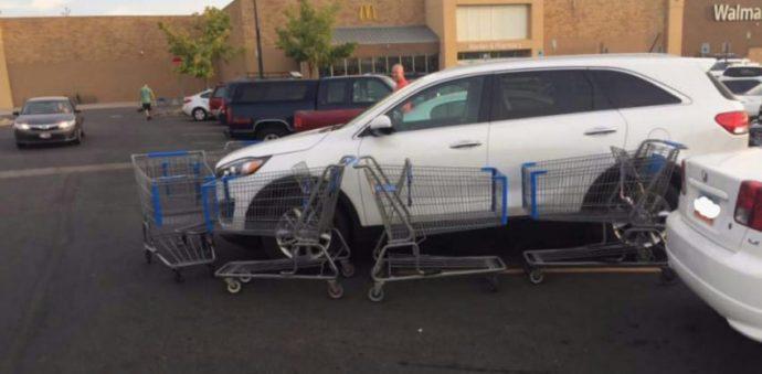 Un hombre intenta salirse con la suya aparcando en una zona prohibida sin pensar en las consecuencias
