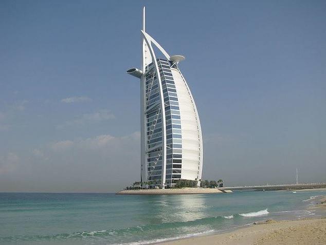 15 Escenas surrealistas con las que sólo podrías encontrarte en Dubai