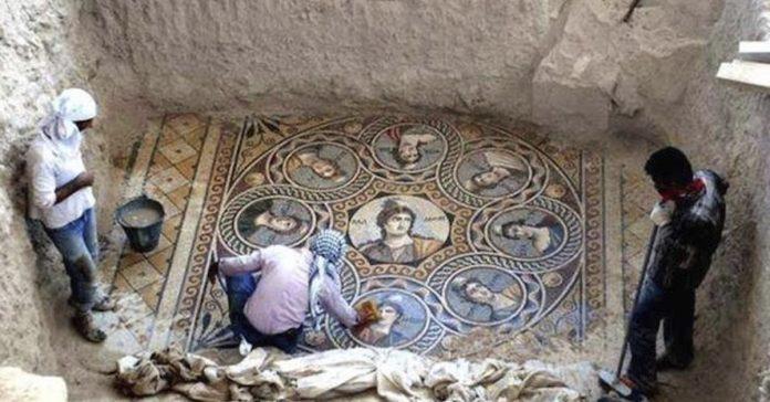 arqueologos desentierran antiguos mosaicos griegos en perfectas condiciones banner