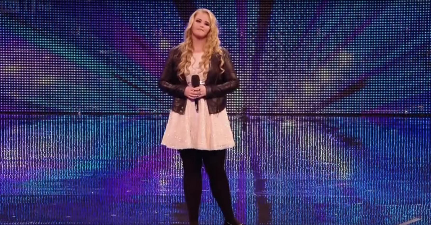 Simon Cowell interrumpe a una adolescente en mitad de la actuación y le desafía a cantar una canción muy diferente