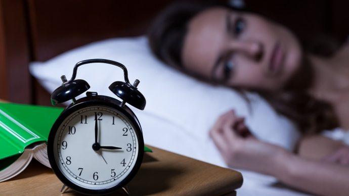 3 Pasos para mezclar el aceite de moda que hay que aplicarse en los pies antes de dormir