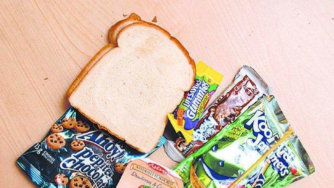 Unos padres estallan al enterarse de que la escuela le quita el almuerzo a su hijo