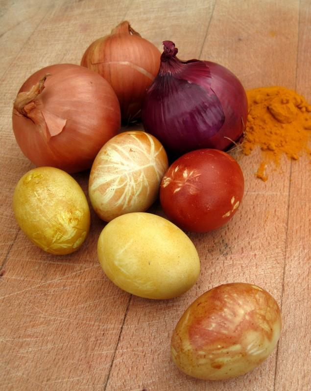 6 Razones por las que no debes tirar las pieles de cebolla a la basura