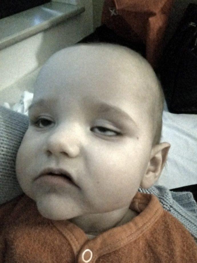 Un niño enferma después de que su madre lo llevara en el carro de la compra