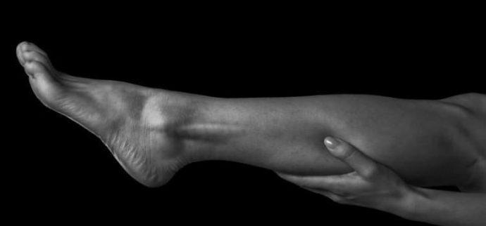 ¿Cómo tratar y prevenir los calambres nocturnos en las piernas?