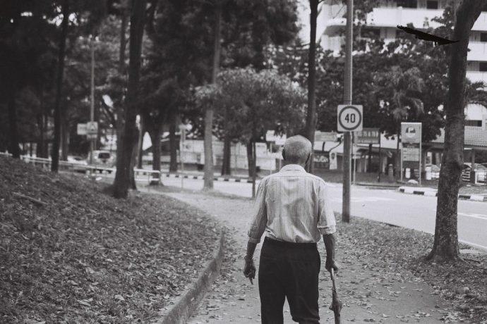 Después de que unos pandilleros humillaran a un anciano, algo extraordinario ocurrió