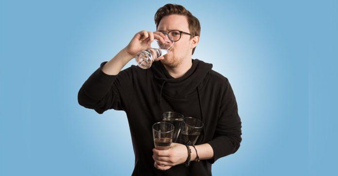 esto es lo que ocurre si bebes 4 litros diarios de agua durante 30 dias banner