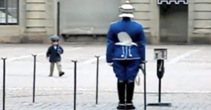 guard plays with child featured 1024x538