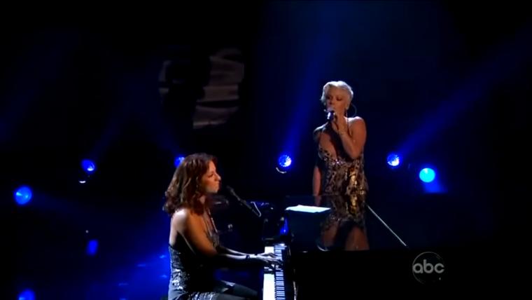 """Sarah McLachlan y Pink se unen para interpretar """"In The Arms Of The Angel"""""""