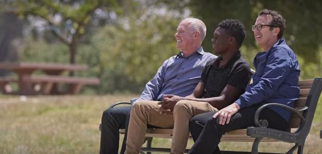 Un chico adoptado por dos padres al nacer se viraliza con su mensaje 14 años después