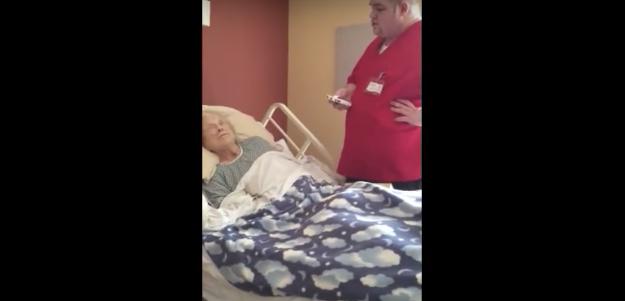 El vídeo de un enfermero se viraliza al pillarlo en la habitación de una paciente